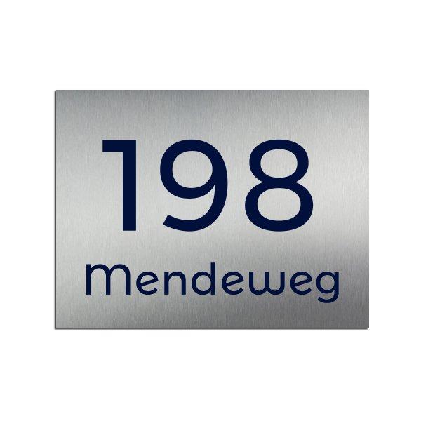 Hausnummernschild mit Straßenname - viele Schriften und Farben