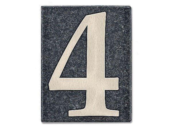 Hausnummer aus Edelstahl auf einer Granitplatte